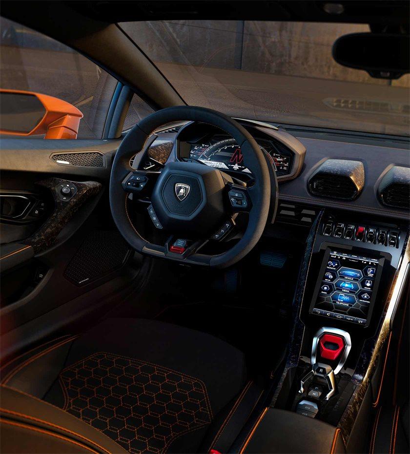 KAUFMANN_1680x1860_Lamborghini_thejournal_07.jpg