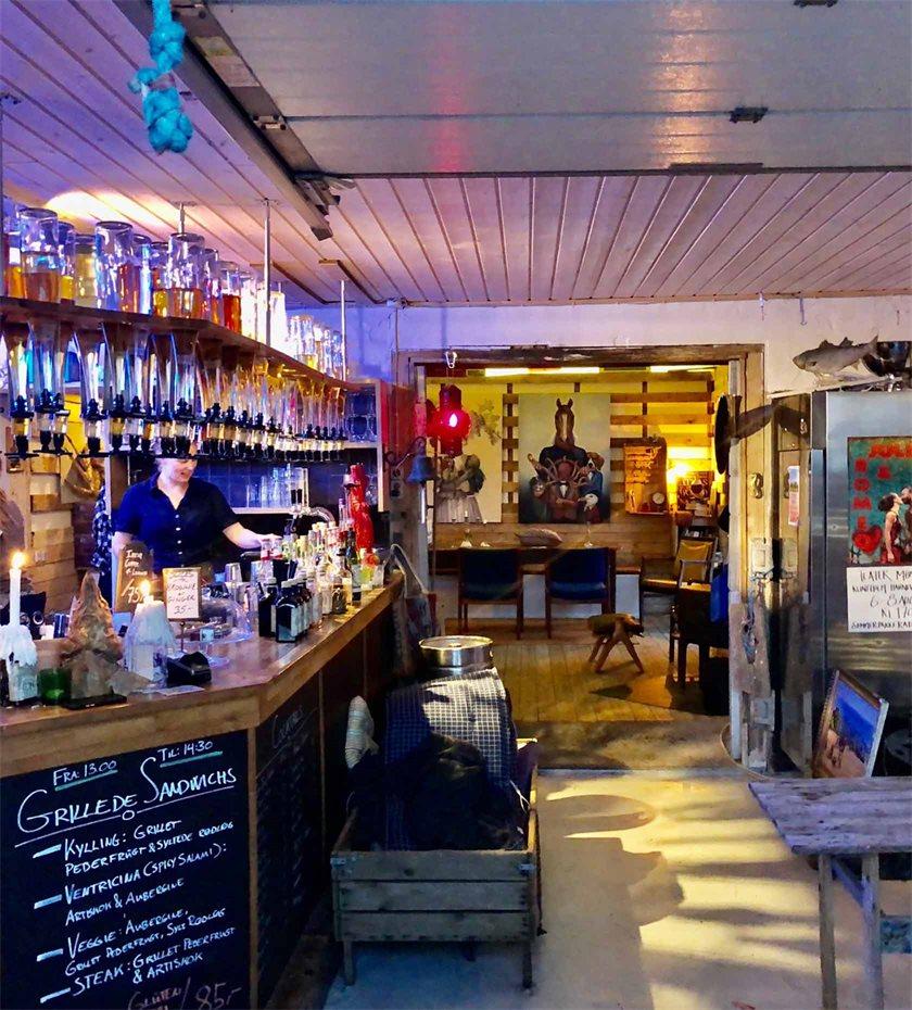 Baren Pier to Heaven ligger på Klintholm Havn